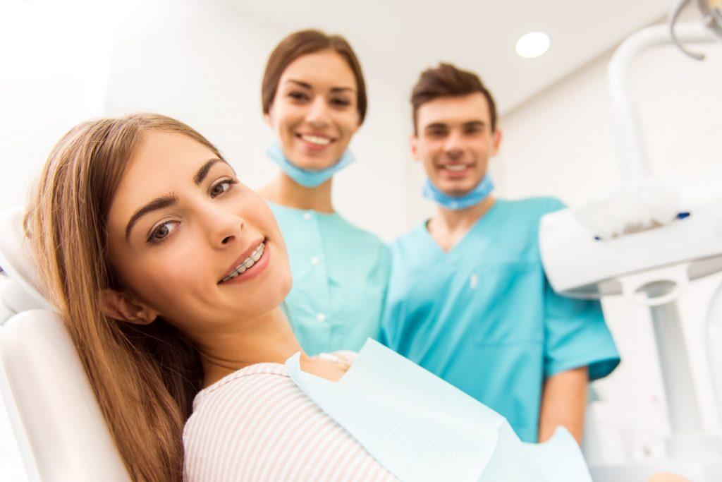 بهترین متخصص ارتودنسی در کرج منتخب دندانه